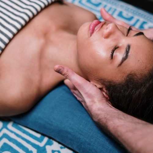 woman-being-massaged